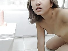 An Japanese Girl Masturbates In The Shower