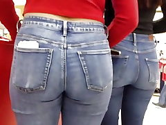 Nubile ass in jeans